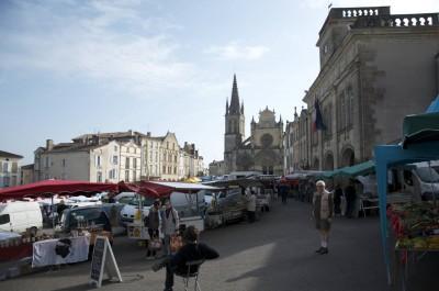 La place de Bazas, jour de marché