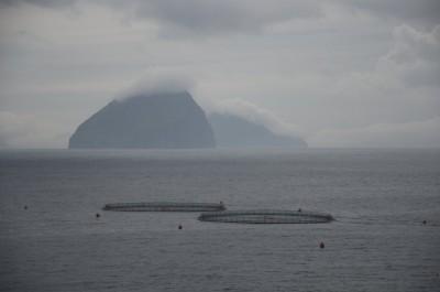 Au loin, une île …