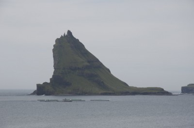 Au loin, une île, encore